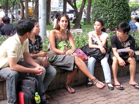 cách làm quen người nước ngoài