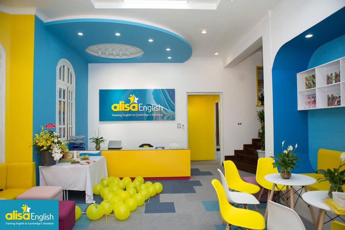 Cơ sở vật chất tại cơ sở tiếng Anh trẻ em nên có màu sắc tươi sáng, hiện đại