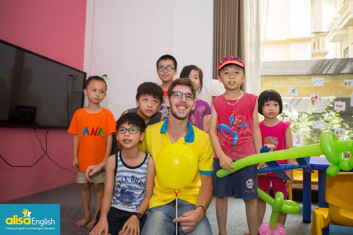 Trung tâm Alisa English với 100% giáo viên bản ngữ